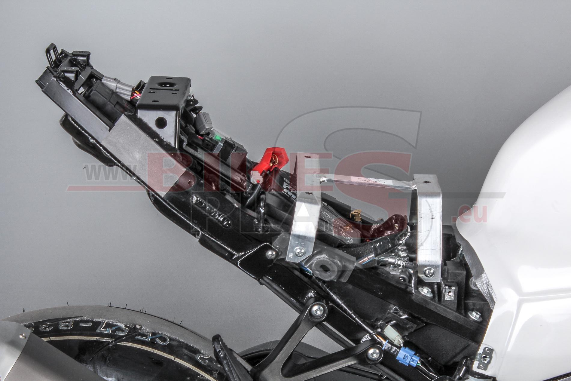 fuse box on 2002 yamaha r1 subframe     suzuki gsx r1000 2017     bikesplast com  subframe     suzuki gsx r1000 2017     bikesplast com